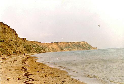 Берег Чёрного моря около посёлка Волна на Таманском п-ове
